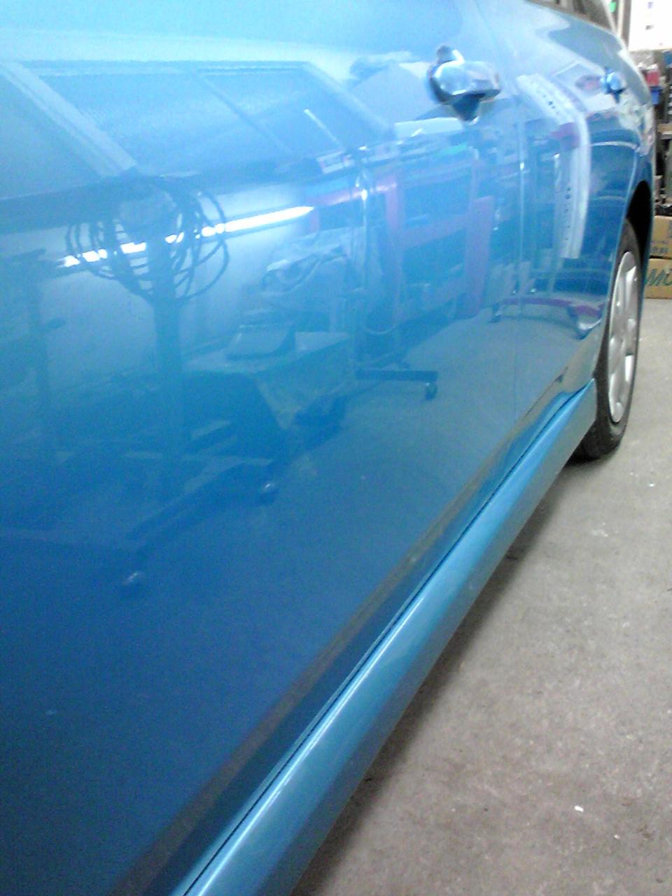 隣の車にドアでぶつけられた凹み